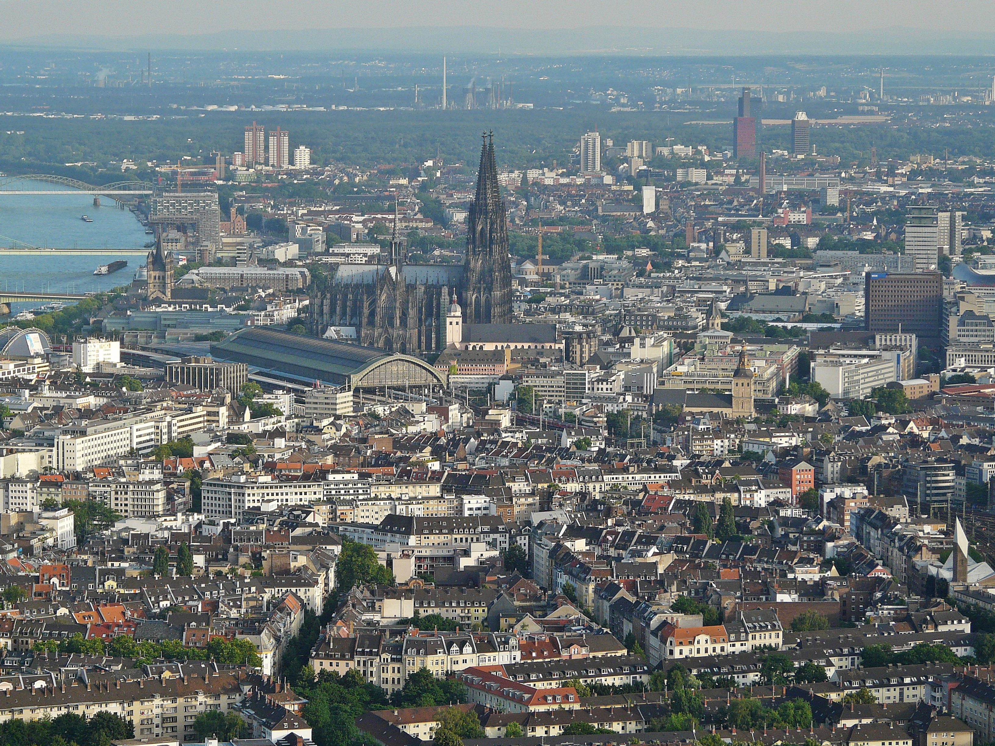 Kölner_Innenstadt_(Flight_over_Cologne) Neuwieser commons 20
