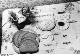 Daily ration for 1 person in the British Zone, Germany, 1948. Bundesarchiv, Bild 183-H28811 / CC-BY-SA 3.0